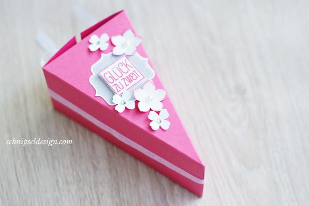 stampin-up-hochzeit-geldgeschenk-tortenstuck-furs-etikett-rhabarberrot-kleine-blute-itty-bitty-akzente-schnipseldesign-2