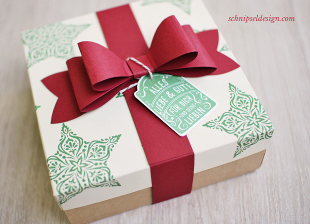 stampin-up-geschenk-verpackung-zauber-der-weihnacht-sandfarbener-karton-geschenkschleife-Stempelset-fur-dich-stanze-etikettanhanger-schnipseldesign-osterreich-1