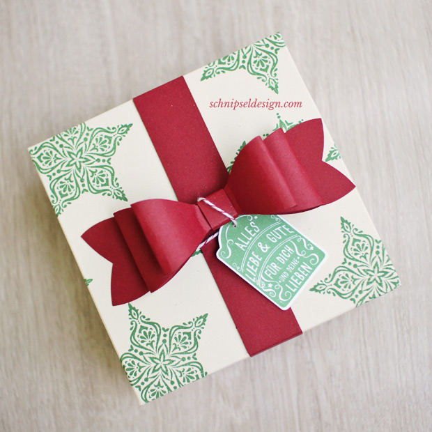 stampin-up-geschenk-verpackung-zauber-der-weihnacht-sandfarbener-karton-geschenkschleife-Stempelset-fur-dich-stanze-etikettanhanger-schnipseldesign-osterreich-2