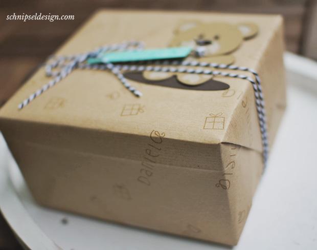 Geschenkpapier-selbst-gemacht-Packpapier-schnipseldesign-rotfux-alphadot-geschenk-geburtstag-3
