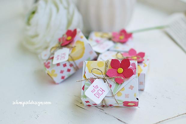 stampin-up-sags-mit-fahnchen-envelope-punch-board-aufgebluht-kleine-blute-verpackung-schnipseldesign-osterreich-2