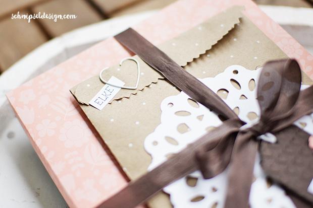 stampin-geschenkverpackung-buch-tute-espresso-etikettanhanger-mini-serif-alpha-crazy-about-you-doily-schnipseldesign-osterreich-4